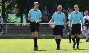 Sven Metze als Schiedsrichter beim Kreispokal-Endspiel