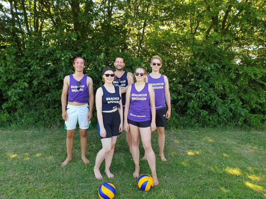 Spielerinnen und Spieler mit Trainer, Brüggen Beach-Cup 2019